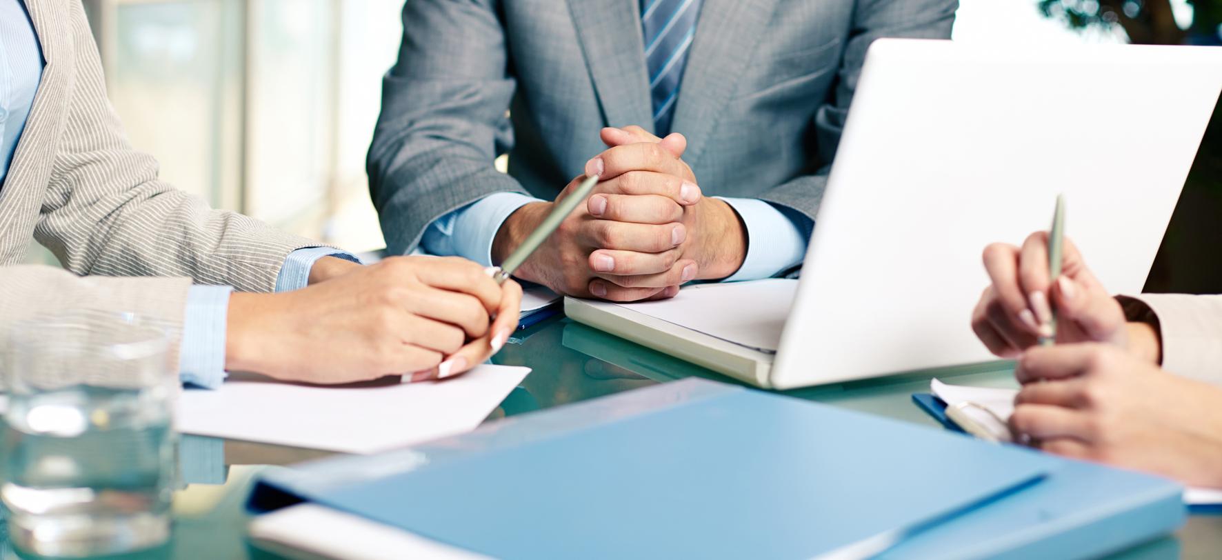 финансовые и юридические консультации
